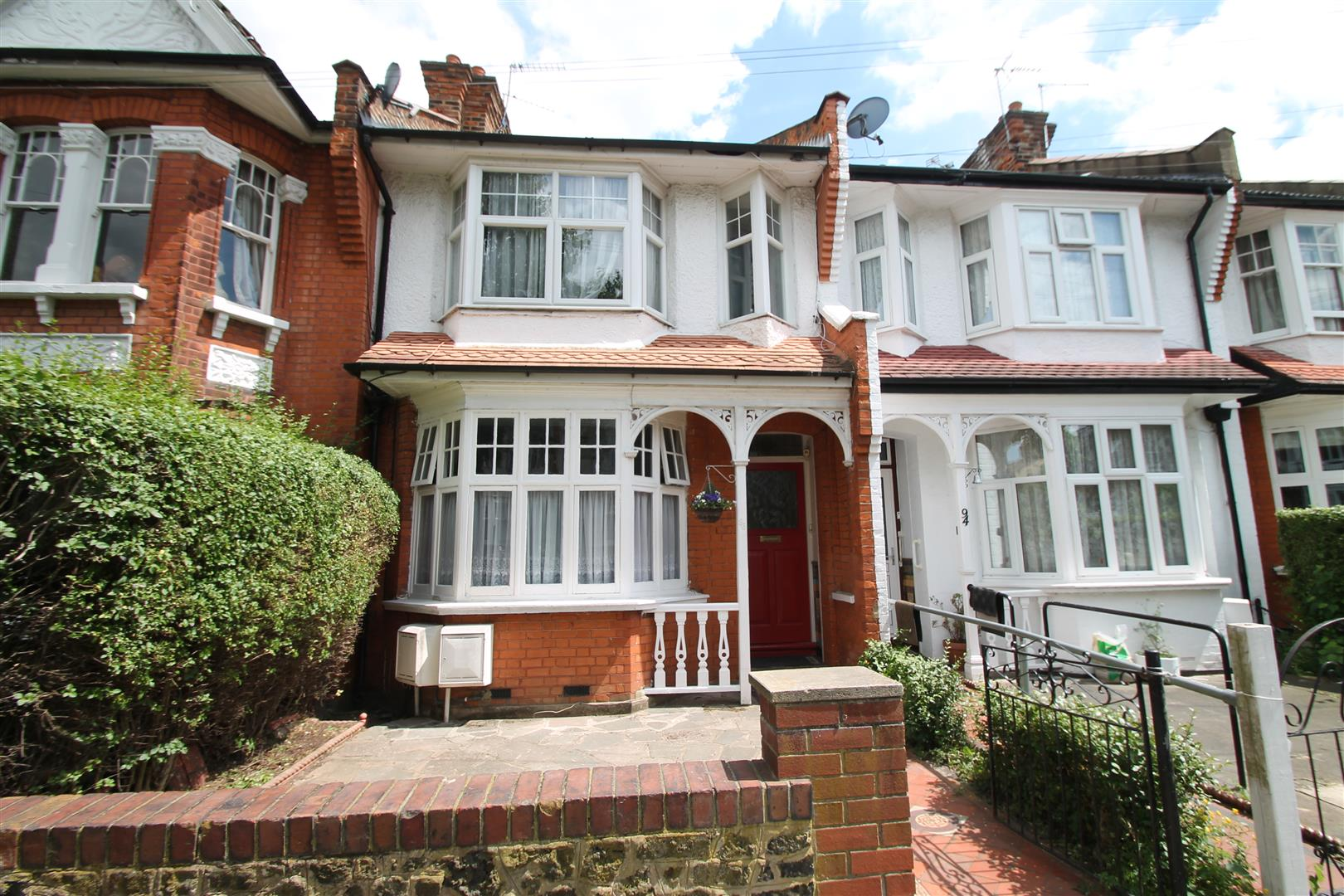 1 Bedroom Flat for sale in New River Crescent, Palmers Green, London N13 5RJ